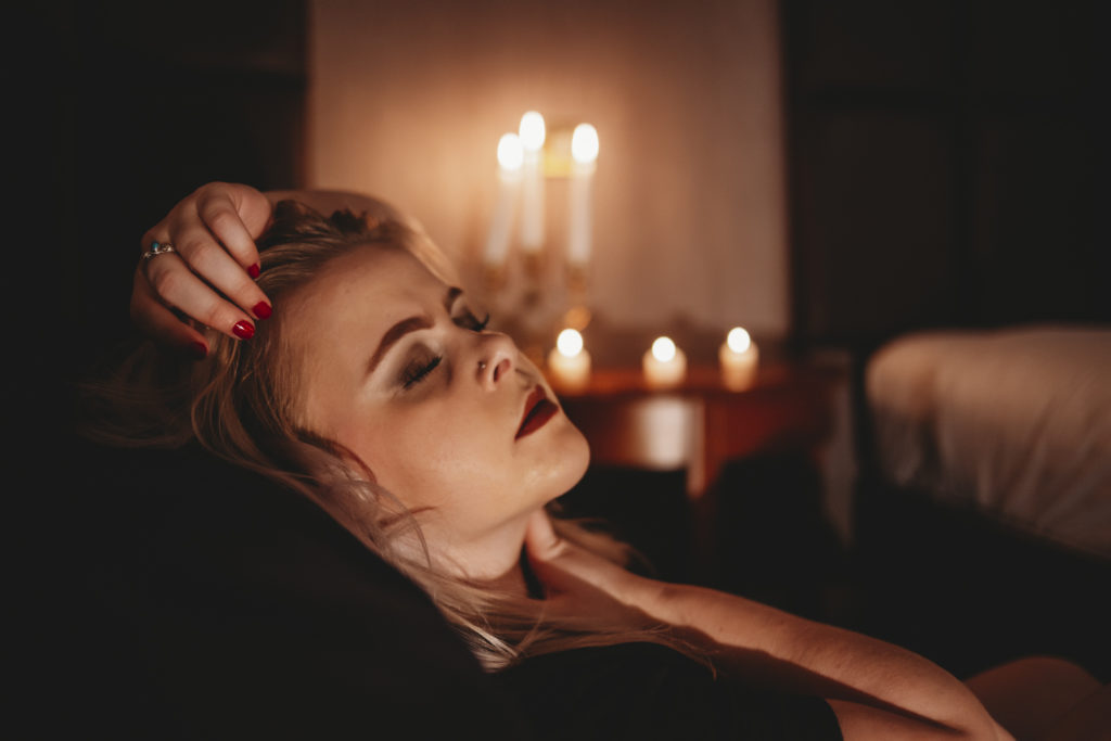 candlelight-boudoir-photography-9